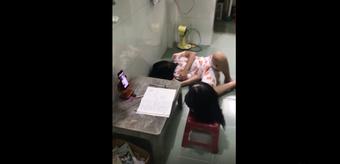 """Nam sinh xin ra ngoài trong giờ học online, sự thật khiến cô giáo cùng cả lớp """"cười té ghế"""""""