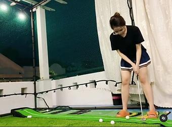 Trang phục chơi golf thoải mái, gợi cảm nhưng dễ bị chê suồng sã của Trâm Anh