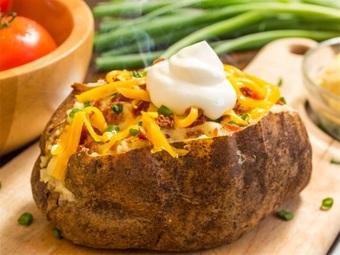 Nướng khoai tây bằng lò vi sóng, tưởng khó chín nhưng lại ngon vô cùng
