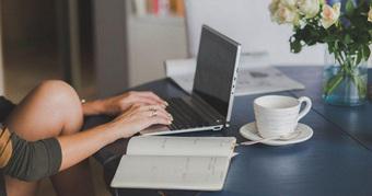 """Làm việc chăm chỉ nhưng vẫn không kiếm được nhiều tiền, điều đó chứng tỏ bạn còn yếu kém: Học hỏi ngay tư duy """"người nhiều tiền"""" để tìm ra thành công cho mình"""