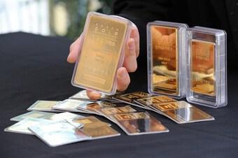 Giá vàng châu Á tiếp tục đi lên trong sự chờ đợi động thái của Fed