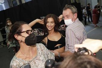 Bạn gái cũ của Ronaldo đắt show tại tuần lễ thời trang Milan