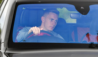 Đang lái Bentley Bentayga đến sân tập, thủ môn MU đã có hành động ''ghi điểm'' với người hâm mộ