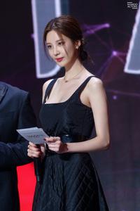 Seohyun nhiều dịp làm MC các lễ trao giải nhưng lần huyền thoại nhất phải là 3 năm trước