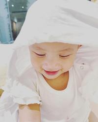 """Hồ Ngọc Hà khoe Lisa mọc răng, nhìn hình ảnh cực xinh của cô bé mà ai cũng """"tan chảy"""""""