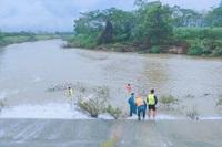 Thiếu nữ 14 tuổi ngã xuống suối, đuối nước, thi thể trôi xa 2 km