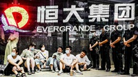Diễn biến mới nhất vụ Evergrande: Người mua nhà le lói hy vọng được cứu
