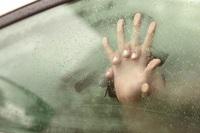 Mẹ chồng vạch mặt con trai và tiểu tam quan hệ ngay trong xe ô tô