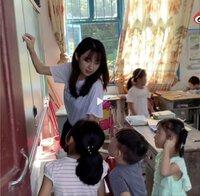 """""""Cô giáo đẹp nhất Trung Quốc"""" vướng bê bối làm từ thiện"""