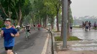 Người Hà Nội đổ ra đường tập thể dục