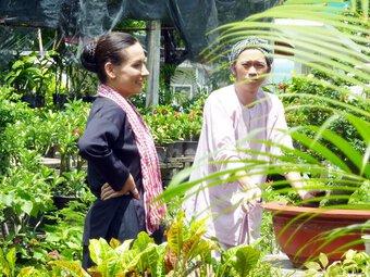 Phi Nhung từng 2 lần nên duyên với Hoài Linh trên màn ảnh, nhìn cố nghệ sĩ tươi cười mà nghẹn lòng!