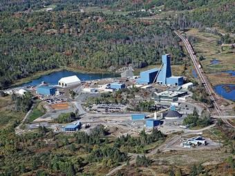 Canada giải cứu 39 thợ mỏ đang bị mắc kẹt dưới lòng đất