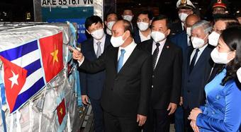"""Phía sau những liều vắc xin """"thần tốc"""" về Việt Nam: Thành tựu của ngoại giao vắc xin ở cấp cao nhất"""