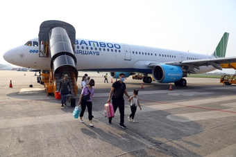 Cục Hàng không Việt Nam yêu cầu các hãng dừng mở bán vé nội địa