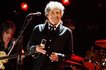 Danh ca Bob Dylan công bố kế hoạch lưu diễn toàn cầu ở tuổi 80