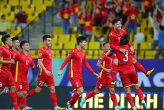 Chủ tịch nước Nguyễn Xuân Phúc đề nghị FIFA giúp nâng tầm bóng đá Việt Nam