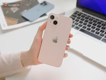 Một nữ diễn viên vừa dính phốt đạo nhái đã rinh ngay iPhone 13 trong ngày đầu mở bán, sức hút màu hồng mãnh liệt quá!