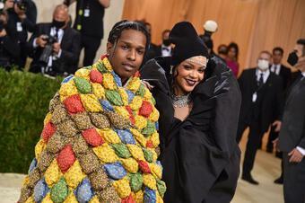 Trang phục nam rapper mặc ở Met Gala là chăn bông của người quá cố