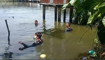 2 người nhảy ao bơi vào bờ rồi về nhà, cảnh sát mất nhiều giờ để tìm kiếm