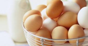 Chị em nội trợ chia sẻ mẹo hay phân biệt trứng gà cũ, mới