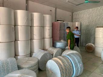 Nhập lậu hàng tấn vải không dệt để may khẩu trang