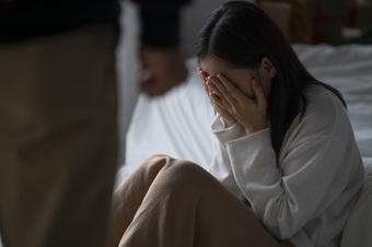 Cả nhà chồng hùa nhau đuổi tôi về mẹ đẻ, cục diện bỗng chốc thay đổi chỉ nhờ 1 câu nói của bố tôi