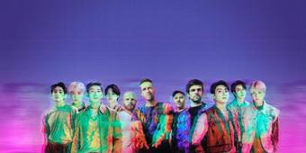 Jungkook BTS sung sướng với phản hồi của Chris Martin Coldplay