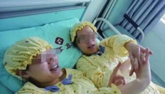 Hai cô bạn thân sinh con cùng thời điểm, không ngờ con sinh ra giống nhau như đúc, kết quả xét nghiệm ADN khiến cả hai kinh ngạc