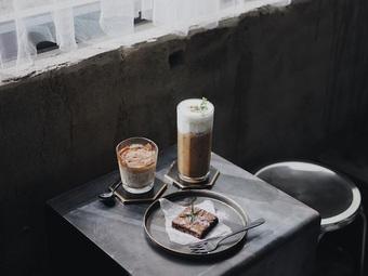 """Quán cà phê 6 tầng như nhà bỏ hoang """"hút"""" khách khám phá tại Thái Lan"""