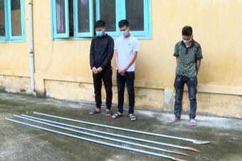 Xử phạt nhóm đối tượng mang hung khí 'diễu phố' rồi đăng tải lên facebook
