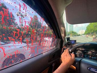 Hàng loạt ô tô bị tạt sơn trong khu đô thị tại Hà Nội