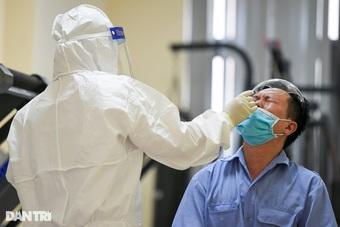 """Nghiên cứu mới: Dùng nước bọt xét nghiệm Covid-19 thay cho """"ngoáy mũi""""?"""