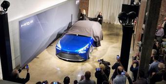 """Cố tình """"ngáng đường"""" xe điện, Toyota nguy cơ bị tẩy chay"""
