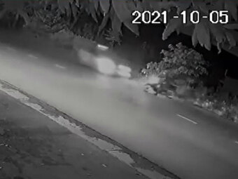 Cảnh sát cơ động bị ô tô tông kinh hoàng trong khi đi làm nhiệm vụ