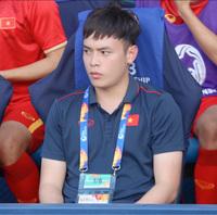"""U23 có nhân vật lúc nào cũng theo sát HLV Park Hang-Seo, """"mlem"""" không kém dàn cầu thủ nhưng đỉnh nhất là profile học vấn nói 4 thứ tiếng"""