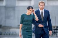 """Công nương Diana và 16 bộ váy kinh điển: Từ bộ đầm """"ngủ gật"""" đến thiết kế khoét lưng """"phá lệ"""" Hoàng gia"""