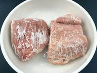 Thịt heo dù đông cứng tới đâu chỉ cần dùng 4 thứ này, 3 phút thịt đã rã đông xong