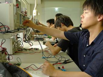 Đào tạo cao đẳng cho học sinh tốt nghiệp cấp 2: Phù hợp xu hướng thế giới!