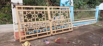 Ngã cánh cửa sắt cổng trường khiến 2 em thương vong: Nhà trường, phòng giáo dục nói gì?
