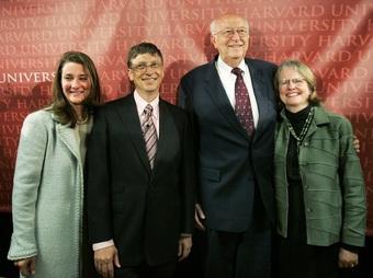 Mẹ kế của tỷ phú Bill Gates gây sốt vì phong thái trẻ trung, vui tươi