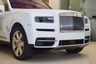 """Vì sao Rolls-Royce Cullinan hơn 40 tỷ của đại gia Minh """"nhựa"""" chưa ra biển?"""
