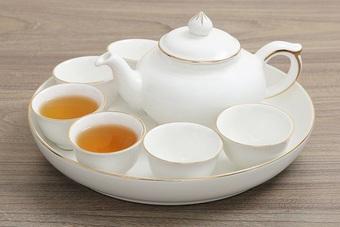 Mẹo nhỏ đánh bay vết ố trên ấm chén uống trà