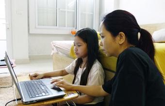 Điện thoại phát nổ, học sinh tử vong: Làm sao để học trực tuyến không thấp thỏm?