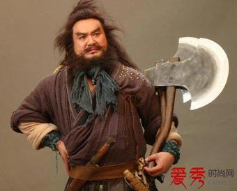 Tại sao Lưu Bị dùng kiếm, Quan Vũ dùng đao?