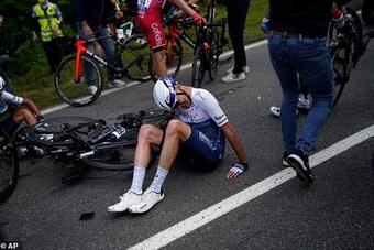 Cổ động viên Tour de France bị phạt tù treo 4 tháng