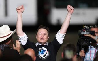 Elon Musk đạt cột mốc mới: Tổng tài sản bằng Bill Gates và Warren Buffett cộng lại