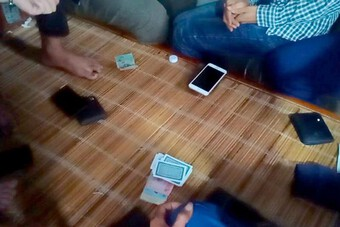 Bắt quả tang nhóm đối tượng đánh bạc trong kho hàng