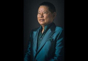 Quan hệ thật của Phi Nhung và ông Hoàng Kiều thế nào mà nhận lo cho 23 người con nuôi vô điều kiện?
