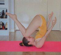Nàng hậu Tiền Giang vòng 3 lớn 1m mặc đồ bơi khoét hông tập yoga, uốn dẻo điêu luyện