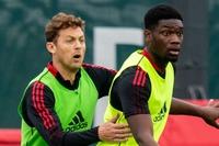 Thay Maguire - Varane, Solskjaer có giải pháp ở Man Utd